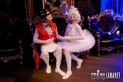 Алиса встречает принца в стране Чудес